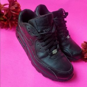 Air max Nike  m90 size 8 black best offers welcome
